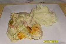 Rosenkohl, mit Tomaten und Schmelzkäse überbacken