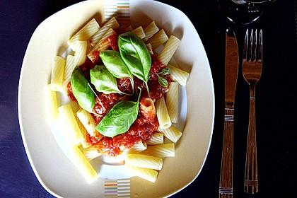 Rucola - Basilikum - Pesto mit Kirschtomaten an Nudeln
