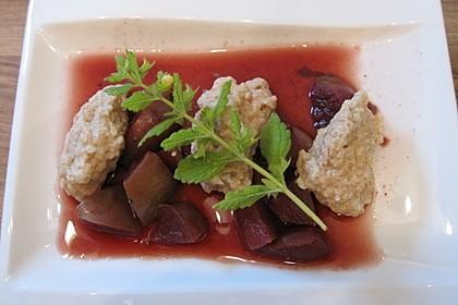 Holunderbeersuppe mit Grießklößchen 1