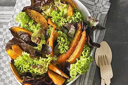 Gebratener Kürbis auf Blattsalaten