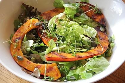 Gebratener Kürbis auf Blattsalaten 1