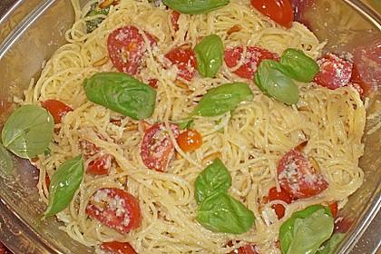 Spaghetti mit Cocktailtomaten 57