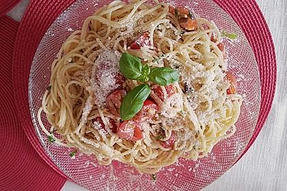 Spaghetti mit Cocktailtomaten 44