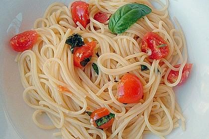 Spaghetti mit Cocktailtomaten 38