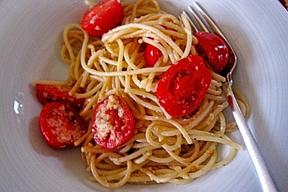 Spaghetti mit Cocktailtomaten 76