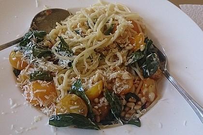 Spaghetti mit Cocktailtomaten 35