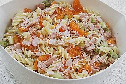Nudelsalat mit Früchten