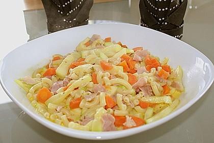 Pasta mit Kräutersauce 16
