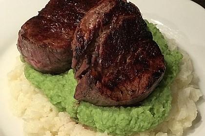 Filetsteak mit Erbsenpüree, Brokkoli und Tomatensauce 1
