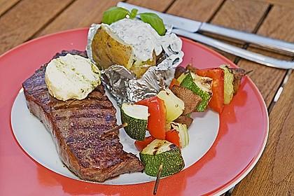 Mariniertes Steak mit Grillkartoffel und Gemüsespieß 2