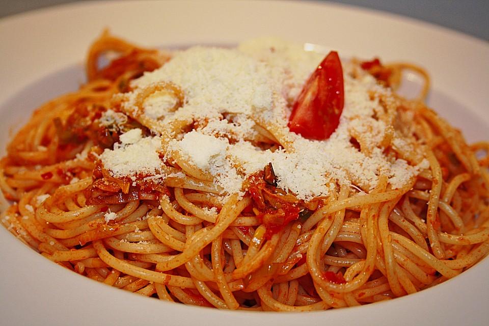 knoblauch spaghetti mit lauch und tomate von hauki. Black Bedroom Furniture Sets. Home Design Ideas