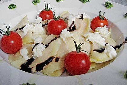 Ravioli mit Tomaten - Mozzarella Füllung, Basilikum-Pesto und Crema All´ Aceto Balsamico 1