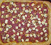 Kartoffelpizza mit Feta und Oliven (Bild)