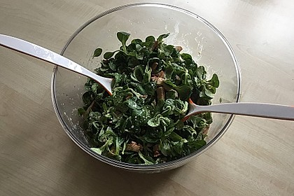 Feldsalat mit Sahne-Speck-Sauce 44