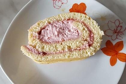 Biskuitrolle mit Erdbeer-Quark-Sahne Füllung 25
