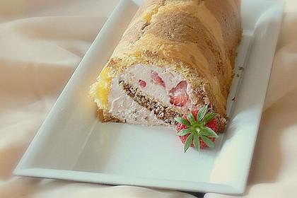 Biskuitrolle mit Erdbeer-Quark-Sahne Füllung 28