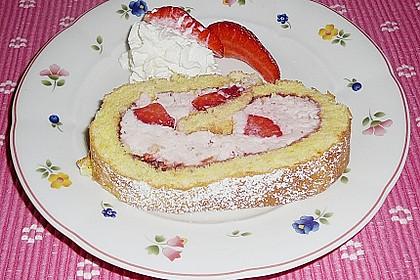 Biskuitrolle mit Erdbeer-Quark-Sahne Füllung 12