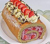 Biskuitrolle mit Erdbeer-Quark-Sahne Füllung (Bild)