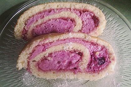 Biskuitrolle mit Erdbeer-Quark-Sahne Füllung 40