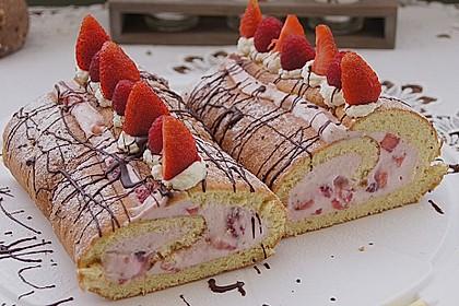 Biskuitrolle mit Erdbeer-Quark-Sahne Füllung 4