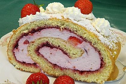 Biskuitrolle mit Erdbeer-Quark-Sahne Füllung 3
