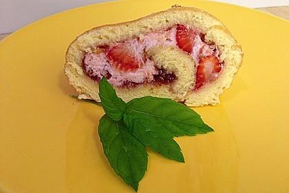 Biskuitrolle mit Erdbeer-Quark-Sahne Füllung 29