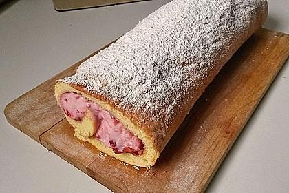 Biskuitrolle mit Erdbeer-Quark-Sahne Füllung 6