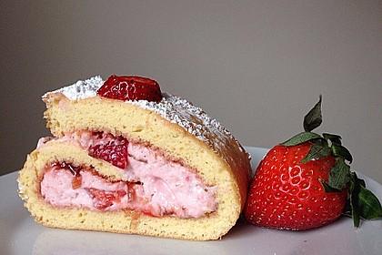 Biskuitrolle mit Erdbeer-Quark-Sahne Füllung 2