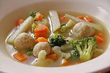 Klare bunte Gemüsesuppe mit Einlage aus kleinen Semmelklößchen 0