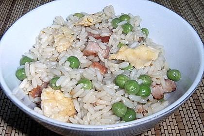 Gebratener Reis mit Ei und gekochtem Schinken