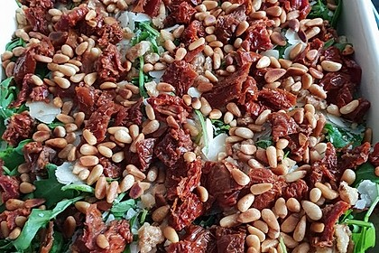 Nudelsalat, kernig, mit Rucola, Tomaten und Parmesan 2