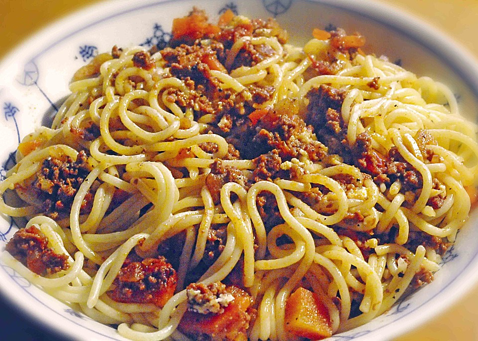 spaghetti bolognese ganz einfach rezepte suchen. Black Bedroom Furniture Sets. Home Design Ideas