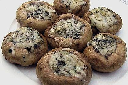 Champignons mit pikanter Käsefüllung