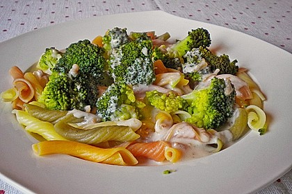 Rigatoni mit Brokkoli in Kokossauce