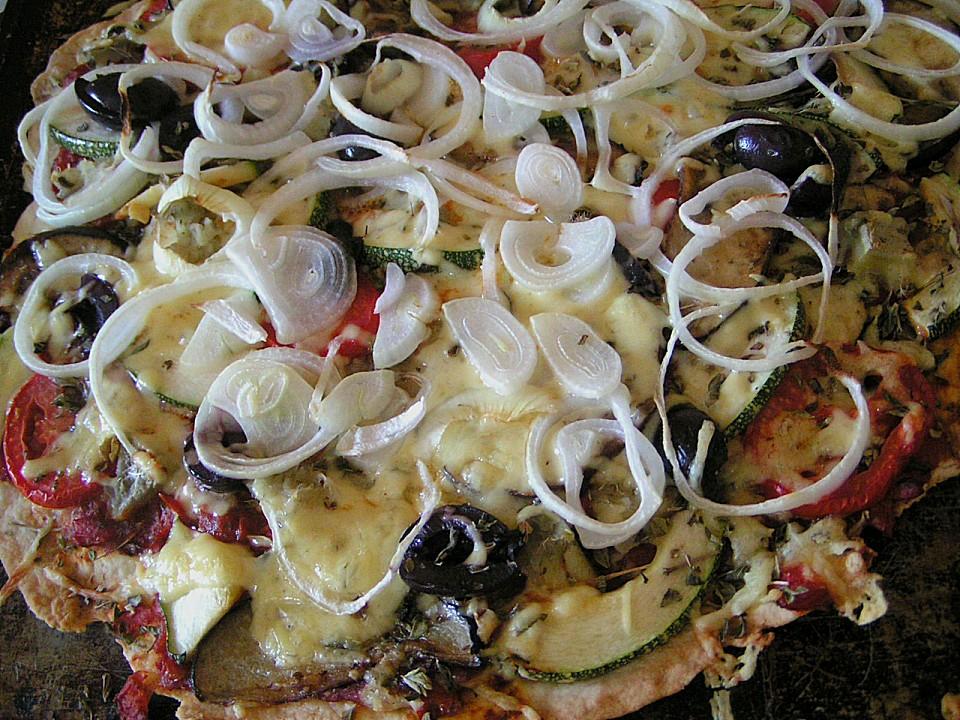 pizza mit artischocken tomaten und zucchini rezept mit bild. Black Bedroom Furniture Sets. Home Design Ideas