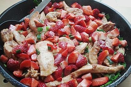 Hähnchenbrust geschnetzelt mit Erdbeeren und Frühlingszwiebeln