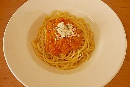Linsenbolognese mit Pasta und Frühlingszwiebeln 11