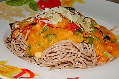 Linsenbolognese mit Pasta und Frühlingszwiebeln 14