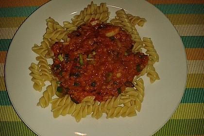 Linsenbolognese mit Pasta und Frühlingszwiebeln 24