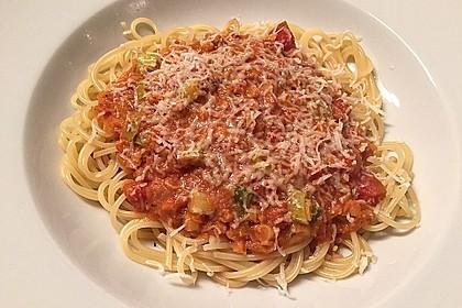 Linsenbolognese mit Pasta und Frühlingszwiebeln 1