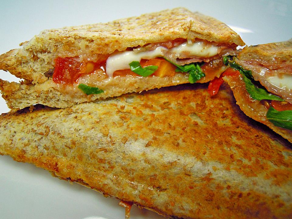 sandwich mit mozzarella tomaten und parmaschinken rezept mit bild. Black Bedroom Furniture Sets. Home Design Ideas