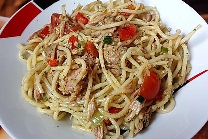 Spaghettisalat mit Thunfisch und Paprika
