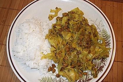 Spitzkohl mit Tofu und Erdnusssauce