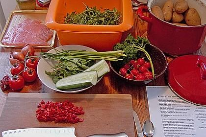 Kartoffelsalat mit Löwenzahn und Räucherlachs 1