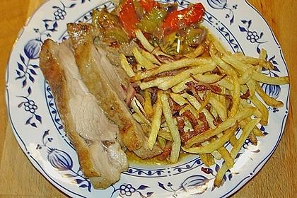 Putenoberkeulenbraten mit Mangosauce und Kartoffelstäbchen mit Speck und Zwiebeln 4