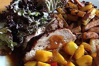 Putenoberkeulenbraten mit Mangosauce und Kartoffelstäbchen mit Speck und Zwiebeln 0