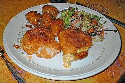 Hähnchen Cordon Bleu mit Kartoffeln mediterrane Art und frischem Salat 1