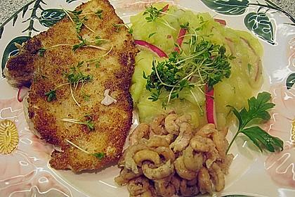 Schwertfischsteak und Krabben an Kartoffel - Gurken - Salat 0