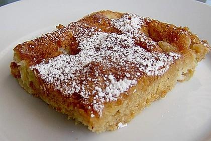 Rhabarber - Blechkuchen  mit Zimtzucker - Streuseln und Milchguss