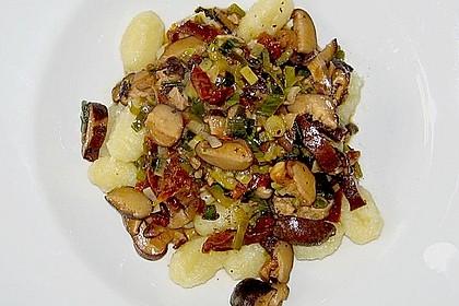 Gnocchi mit Shiitake - Pilzen, getrockneten Tomaten und Portweinsauce 1